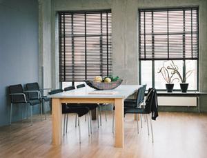holzjalousien lamellen im nat rlichen design. Black Bedroom Furniture Sets. Home Design Ideas